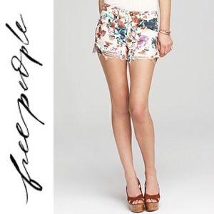 ❤️ Free People Floral Print Cutoff Denim Shorts 31